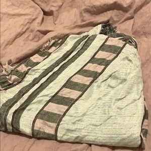Wilfred Accessories - Aritzia Blanket Scarf